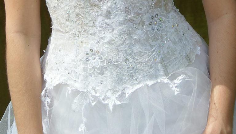 robe de mariée unique, Lolita C, bordeaux, robe de mariée dentelle, zoom