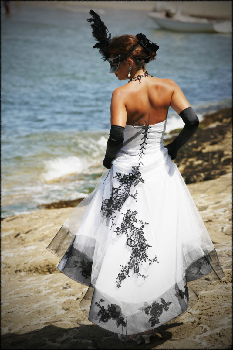 robe de mariee unique, Robe de mariée noire et blanche et tulle, Lolita C